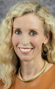 Dr Elizabeth Lindsey headshot